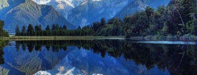 Lake Matheson is one of Nuova Zelanda.