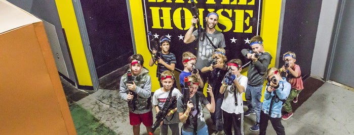 Battle House Laser Tag is one of Alex'in Kaydettiği Mekanlar.