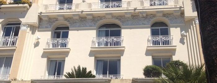 Hôtel Juana is one of สถานที่ที่ Leslie ถูกใจ.