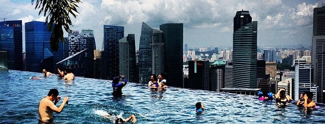 Rooftop Infinity Pool is one of #myhints4Singapore.