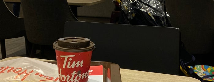 Tim Hortons is one of Lugares favoritos de Paige.