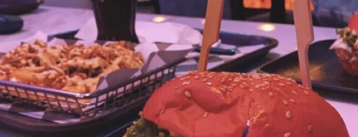 Ta8fela Burger is one of Lugares guardados de Queen.