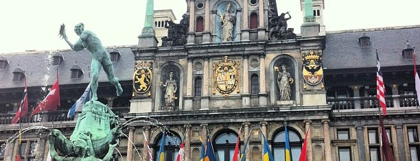 Stadhuis Antwerpen is one of Lieux qui ont plu à Thomas.