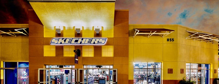 SKECHERS Factory Outlet is one of Locais salvos de Lizzie.