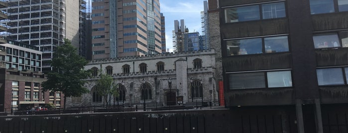Barbican Art Gallery is one of London.