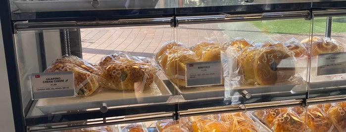 85°C Bakery Cafe is one of Lieux qui ont plu à Ailie.