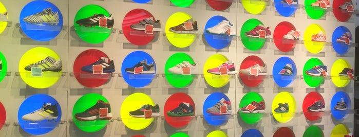 adidas is one of สถานที่ที่ Hulya ถูกใจ.
