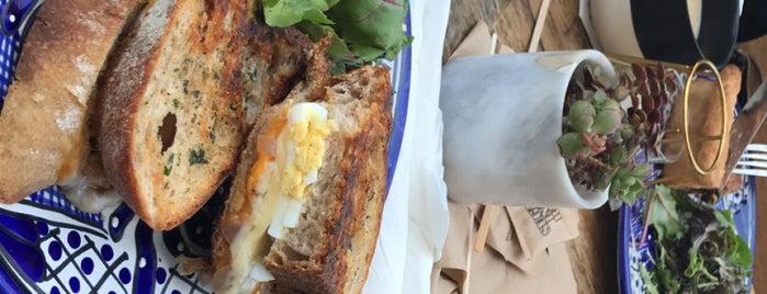 Frost Me Cafe & Bakery is one of Dominic'in Beğendiği Mekanlar.