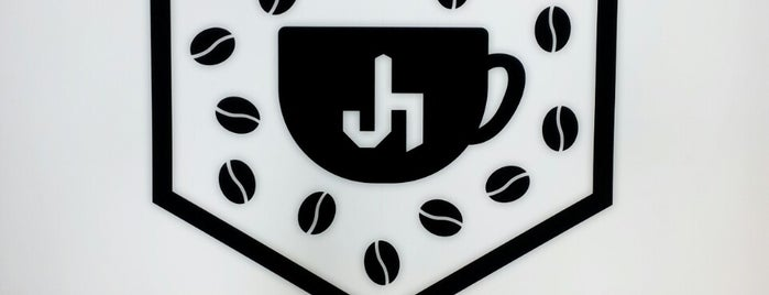 Café J-Holic is one of Victoriaさんのお気に入りスポット.