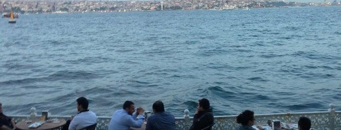 Dolmabahce Sarayı İç Kafeterya is one of Locais curtidos por Elif.