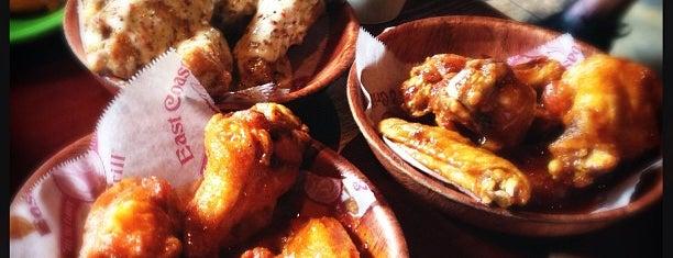 East Coast Wings & Grill is one of Locais salvos de Alex.