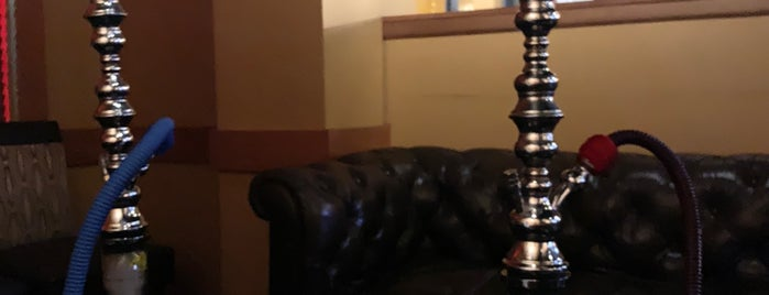 Heat Cigar And Hookah Lounge is one of สถานที่ที่บันทึกไว้ของ Jewels.