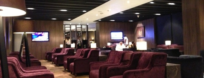 Plaza Premium Lounge (B) is one of Orte, die Dave gefallen.