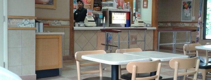 Wendy's is one of Tempat yang Disukai Michael.
