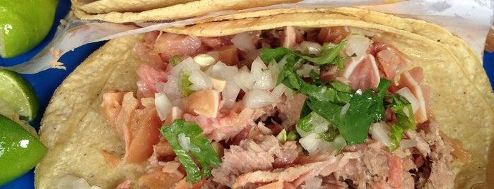 tacos de carnitas el chamorro is one of สถานที่ที่ Enrique ถูกใจ.