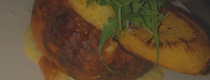 Delice Restaurant & Lounge is one of Locais salvos de Queen.