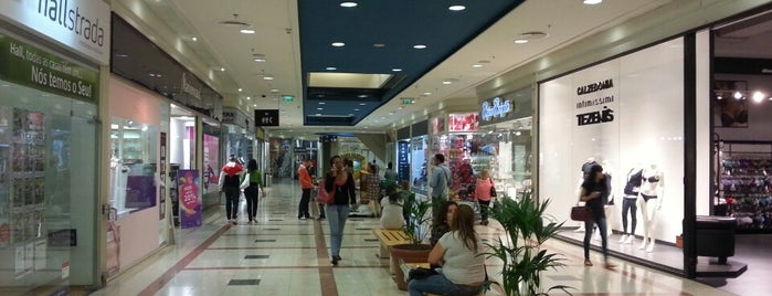 Strada Shopping & Fashion Outlet is one of Locais salvos de Tânia.