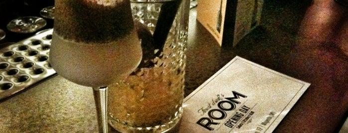 Finest Drinks ROOM is one of Lugares guardados de Elena.