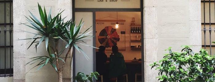 Nømad Coffee Lab & Shop is one of Barcelona( завтраки/соки/капкейки/пончики).