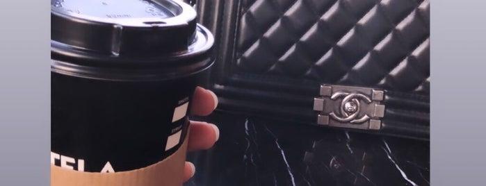 Estela Cafe is one of berna'nın Beğendiği Mekanlar.