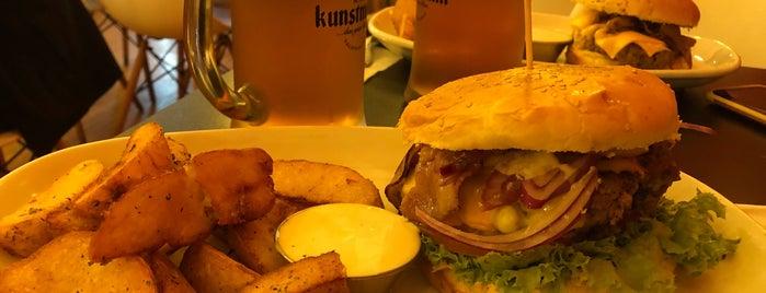 Roof Burger is one of Lugares favoritos de Mauricio.