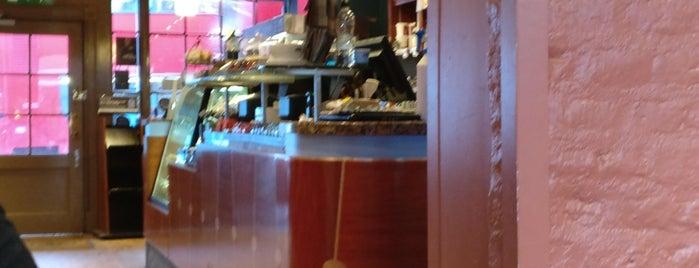 Caffè Nero is one of สถานที่ที่ Mike ถูกใจ.