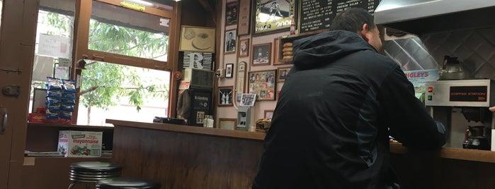 Classic Coffee Shop is one of Lugares favoritos de Nina.