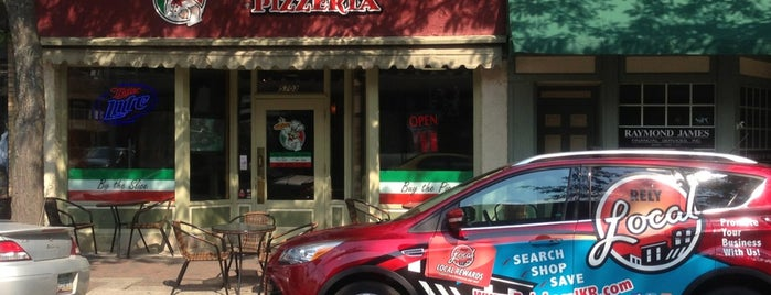 Slice of NY Pizzeria is one of Tempat yang Disukai Gwen.