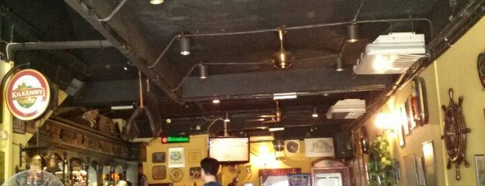 Bulldog Restaurant & Pub is one of Best Hang Out Joints KL/PJ.