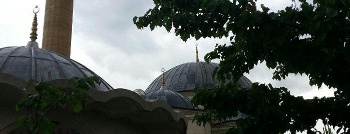 Kümbetli Yaka Camii is one of Konya Meram Mescit ve Camileri.