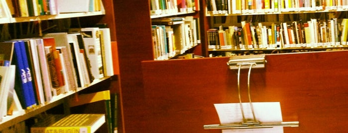 Maltepe Üniversitesi Kütüphanesi is one of Posti che sono piaciuti a Sena.