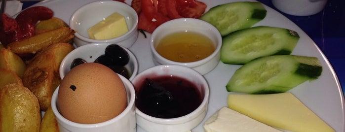 Dubai Cafe&bistro is one of Lieux sauvegardés par Hamed.