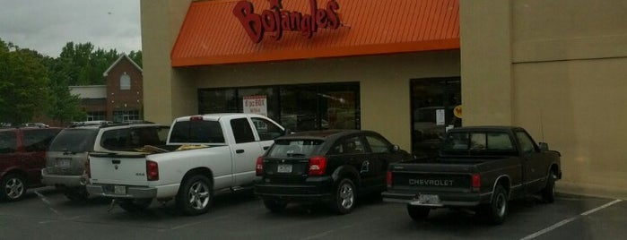 Bojangles' Famous Chicken 'n Biscuits is one of Lugares favoritos de Lulu.