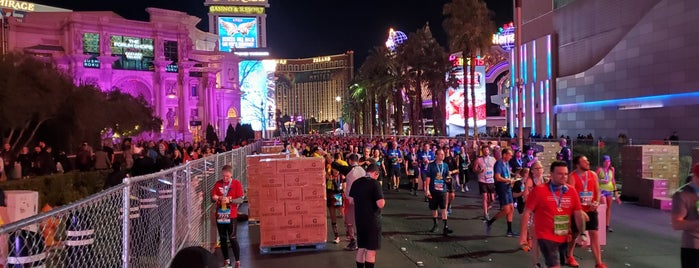 Rock 'n' Roll Las Vegas Marathon & 1/2 Marathon Finish Line is one of Tempat yang Disukai Dan.