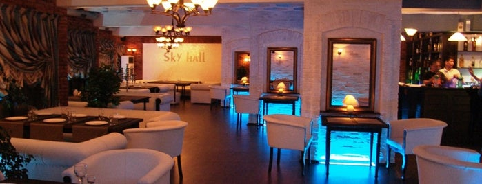 Sky Hall is one of Lugares favoritos de Ali.