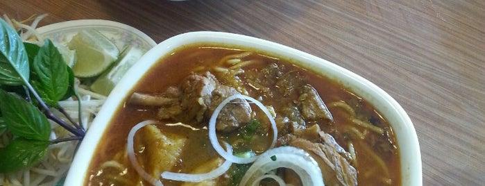 Xe Lua Vietnamese Cuisine 火車頭 is one of Sloto'nun Beğendiği Mekanlar.