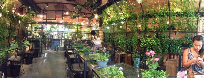 Aoyama Flower Market Tea House is one of Tochickyo.