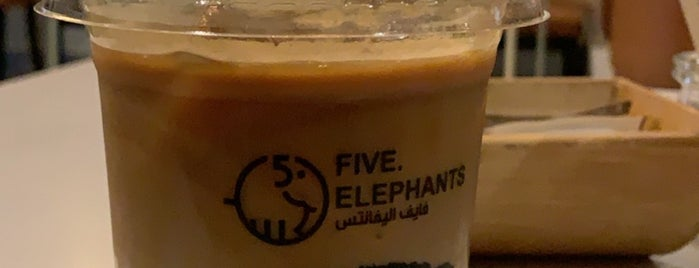Five Elephants - Specialty Coffee Shop is one of Queen 님이 저장한 장소.