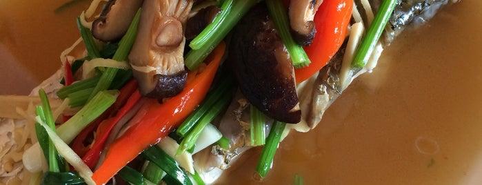 ร้านอาหารน่ำเฮียง โภชนา (ฟ้ามุ่ย) is one of Locais curtidos por Torzin S.