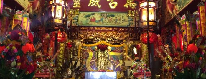 ศาลเจ้าพ่อหลักเมืองสมุทรสาคร is one of Tee 님이 좋아한 장소.