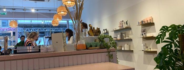 Glow Bar is one of Gespeicherte Orte von Dmitry.