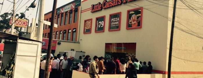 Little Caesars Pizza is one of Lieux qui ont plu à Alicia.