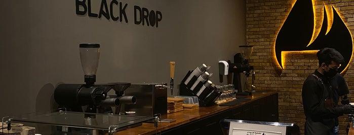 Black Drop | القطرة السوداء is one of Queen'in Kaydettiği Mekanlar.