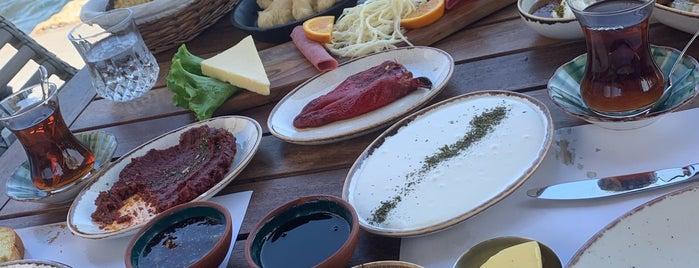Mercankoy Cafe is one of Locais curtidos por Selin.
