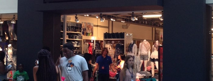 Aéropostale is one of Miami's must visit!.