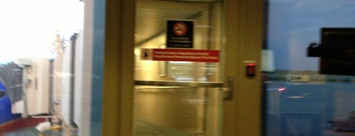 Gate 38 is one of Christiane'nin Kaydettiği Mekanlar.