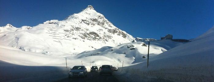 Julier Pass 2284m is one of Orte, die Andreas gefallen.