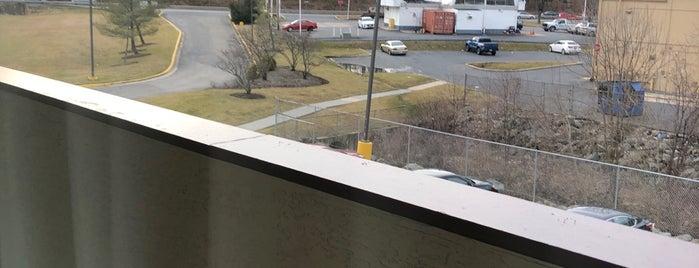 Red Roof Inn Washington, DC - Laurel is one of Tah Lieash'ın Beğendiği Mekanlar.