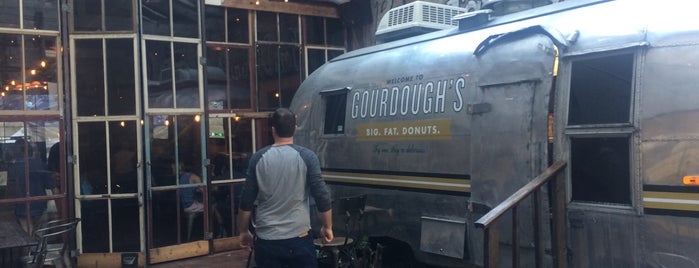 Gourdough's is one of Lugares favoritos de Shelton.