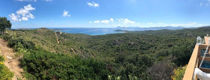 "Panoramic View Over ""Cala di Volpe"" Bay is one of poseidon'un Beğendiği Mekanlar."